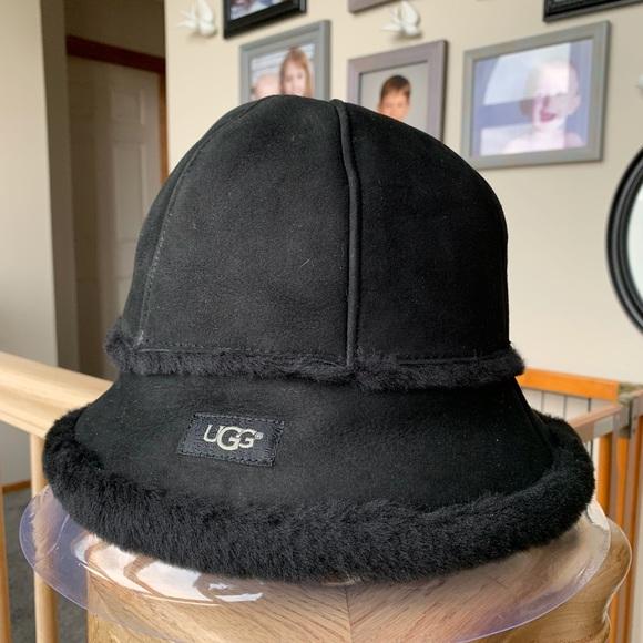 7baf98088 Ugg shearling bucket hat
